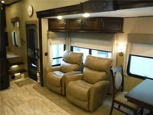 2016 Columbus 340RK Luxury Rear Kitchen 5th Wheel - 3 Slideouts Stratford Kitchener Area image 9