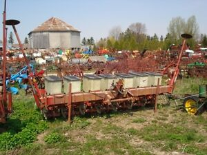 International 800 Planter