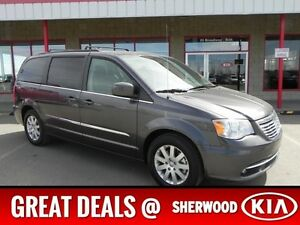 2016 Chrysler Town & Country TOURING DVD Accident Free,  Rear DV