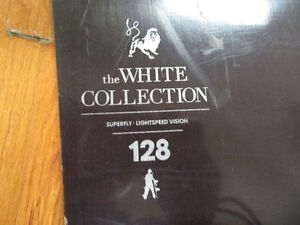 Burton White collection 128 quality snowboard West Island Greater Montréal image 2