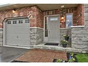 BEAUTIFUL END UNIT TOWNHOUSE