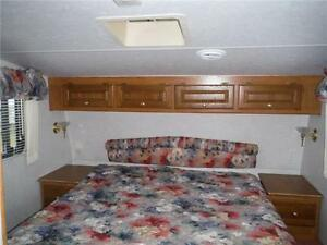1999 Golden Falcon 28RLG 5th Wheel Trailer with Slideout Stratford Kitchener Area image 13