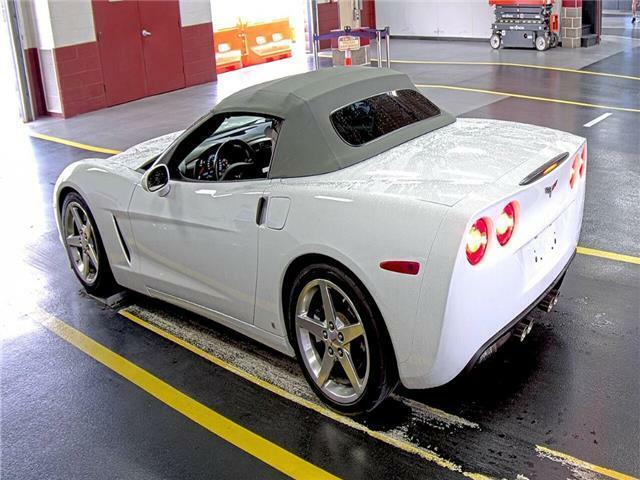 2006 White Chevrolet Corvette  3LT   C6 Corvette Photo 3