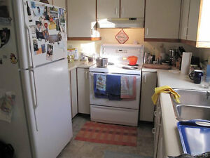 LOVELY 3 LEVEL TOWNHOUSE  ON CORNER LOT WITH GARAGE West Island Greater Montréal image 4