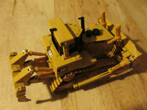 Norscot CAT Caterpillar D10T Bulldozer Die Cast Car Toy Metal