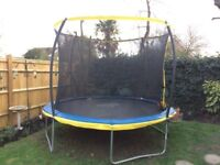 10ft Zero Gravity netted trampline in excellent cond with step ladder