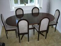 Extending oval dining table with 6 chairs. Perfect condition, contemporary design, solid mahogany