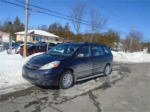 2007 Toyota Sienna CE-RUSTPROOFED-EXTRA CLEAN-MUST SEE!
