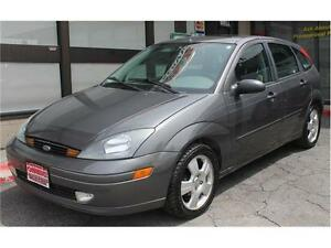 2004 Ford Focus *ZX5 Premium* / LOW KMs  .AUTO.  LEATHER . SUNRO