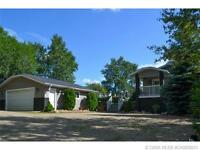PRIVATE ACREAGE NESTLED IN THE TREES!!