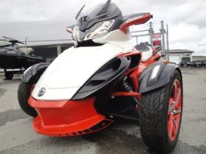 """2015 Can-Am Spyder ST-S """"Special Series"""""""