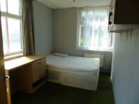 4 Rooms to rent in town area £300 pcm only!
