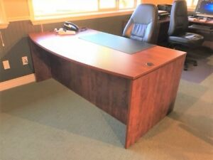 OFFICE DESK - TWIN PEDESTAL - Executive style