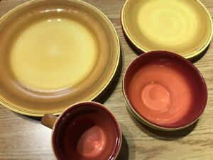 Set of matching dishes plus kitchen extras!