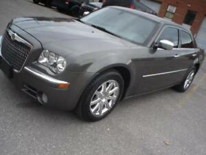 2010 Chrysler 300 Limited,navi,sunroof,leather