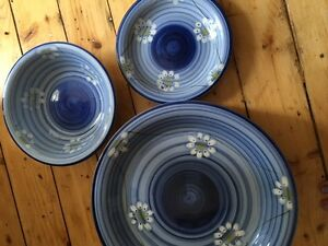 Set of 8 Blue Daisy Dishes