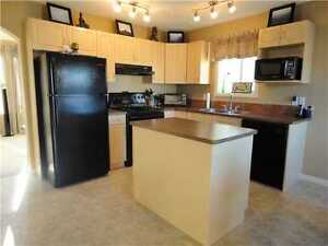 Immaculate 3-bedroom, 2-story; park/trail/lake steps away! Strathcona County Edmonton Area image 4
