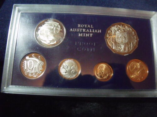 1971 - Royal Australian Mint Cameo Proof Coin Set In Hard Plastic FREE Shipping