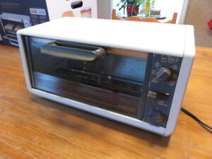 Four - grille-pain black and decker toast r oven broiler