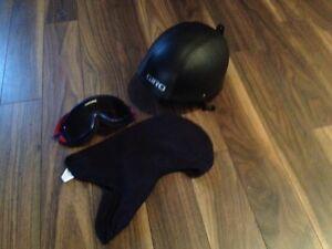 Casque de  snowboard marque Giro avec lunette et cagoule