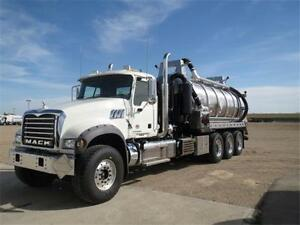 Mack GU714 Tridem Straight Vac Unit