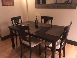 Dining chairs kijiji free classifieds in winnipeg find for Dining room tables kijiji winnipeg
