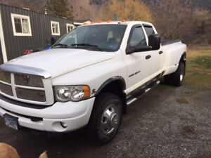 04 Ram 3500 dulley mint condition under 125000 km