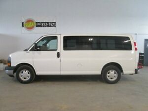 2004 GMC Savana SLE Rear-wheel Drive G1500 Passenger Van
