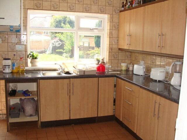 "Well Presented Double Room with All Bills Included,short walk to ""Sky"" & ""GSK"",Available Now"