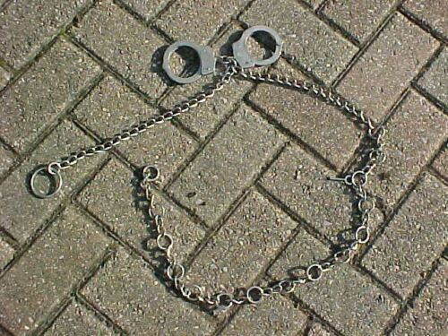 ORIGINAL VINTAGE USA SMITH & WESSON HANDCUFFS / CHAIN - PD RESTRAINT SYSTEM