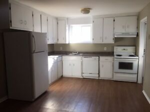 Central Halifax large townhouse- 5 appliances, garage, sunroom