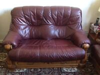 Sofa 2 seater and 2 armchairs, excellent condition.