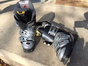 Nordica F8 Junior Downhill Ski Boots Kingston Kingston Area image 1