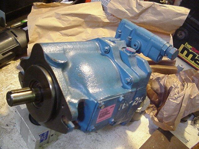 Genuine Eaton Vickers hydraulic Variable piston pump PVQ40AR02AB10B2 02-341953
