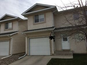 Beautiful 3 Bedroom Townhouse for Rent in Windsor Park area