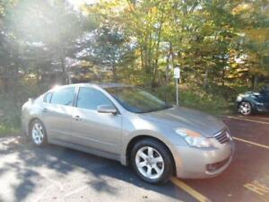 NISSAN ALTIMA! LOADED WITH LEATHER! WINTERS TIRES INSTALLED!