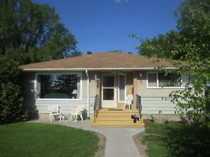 Millcreek Ravine Home (Pets, Utilities Inc.& Close to Whyte Ave)