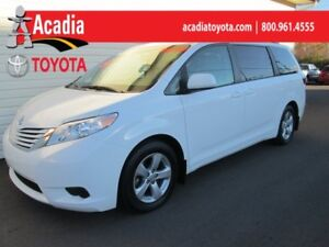 2016 Toyota Sienna LE 8-Passenger **FREE WINTER TIRES**