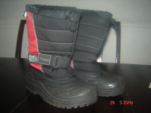 1 Pair Of Ascents Boys Boots, Size 6.