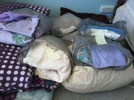 Very good condition paired sheets and quilts
