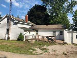 House For Sale In Rural Whitby!!