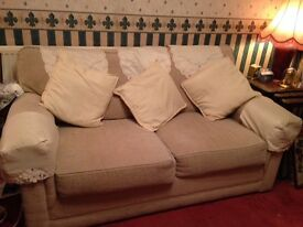 JOHN LEWIS DOUBLE BED SETTEE HARDLY USED GOOD QUALITY AND IN VGC NO MARKS ON MATTRESS
