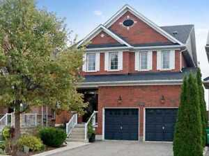 W4247385  -Stunning Home Located On A Premium Lot