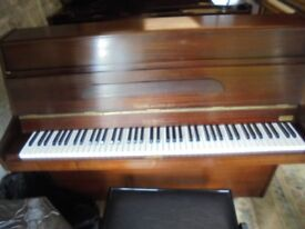 upright piano by squire top make