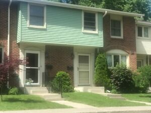 Updated Midtown Townhouse $1600