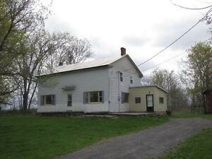 Country Atmosphere - 23 Acre with Farmhouse