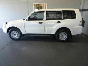 2010 Mitsubishi Pajero NT MY10 GL LWB (4x4) White 5 Speed Manual Wagon Woodridge Logan Area Preview