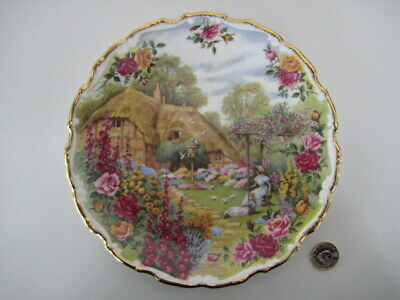 ROYAL ALBERT ENGLAND OLD COUNTRY ROSES TRANQUIL GARDEN PLATE ORNAMENTAL WALL  Old Country Roses Garden