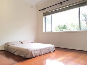 HQ on SUTHERLAND HOUSE SHARE HUGE BEDROOM FOR RENT IN MASCOT $300 Mascot Rockdale Area Preview