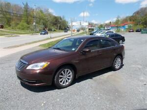 2013 Chrysler 200 LX MINT CONDITION NEW 2 YR MVI LOW KMS